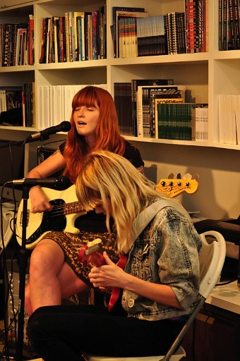 vivangirls Interview and Show Review: Vivian Girls at Andrew Edlin Gallery, New York 9/11/10