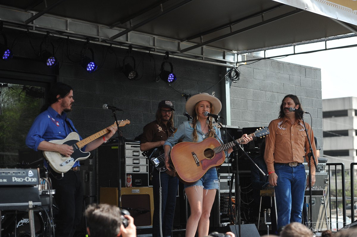 Margo Price performing at Rachael Ray's Feedback Party on 3.18.17